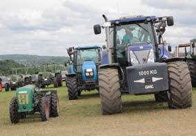 Traktoren bollerten in der Bech