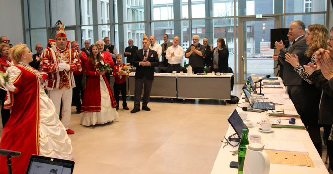 Erste Ratssitzung im Bürgerdorf