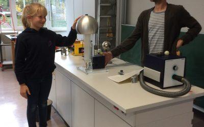 Viertklässler experimentieren am Hollenberg Gymnasium Waldbröl (HGW)
