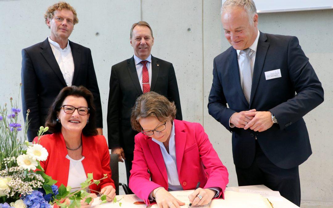 Waldbröler feiern ihr Bürgerdorf