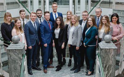 Zwei Mal Bestnote bei der Volksbank Oberberg Zwölf neue Bankkaufleute bestanden ihre Abschlussprüfung
